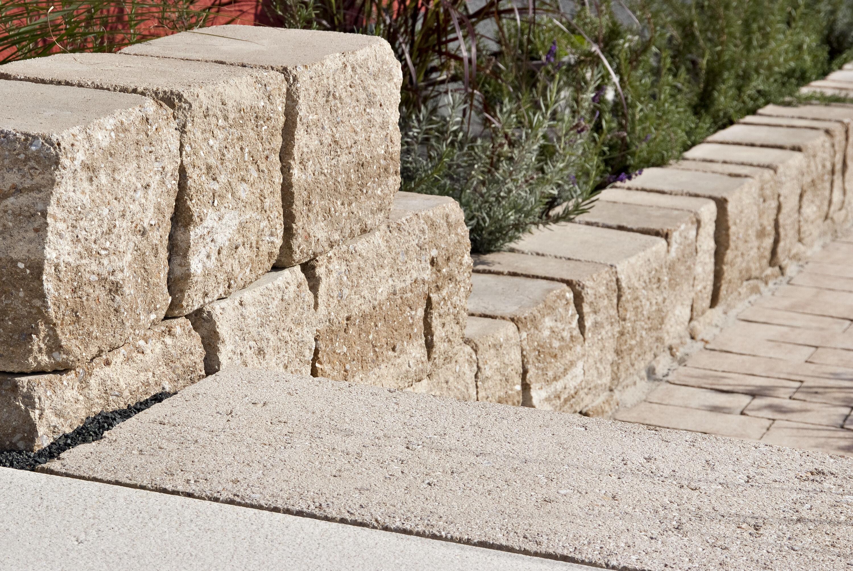 KLASSIKLINE Blockstufe Sandstein-Beige 400 x 400 x 150 mm 1 Kopf l. bzw. r. bearb.