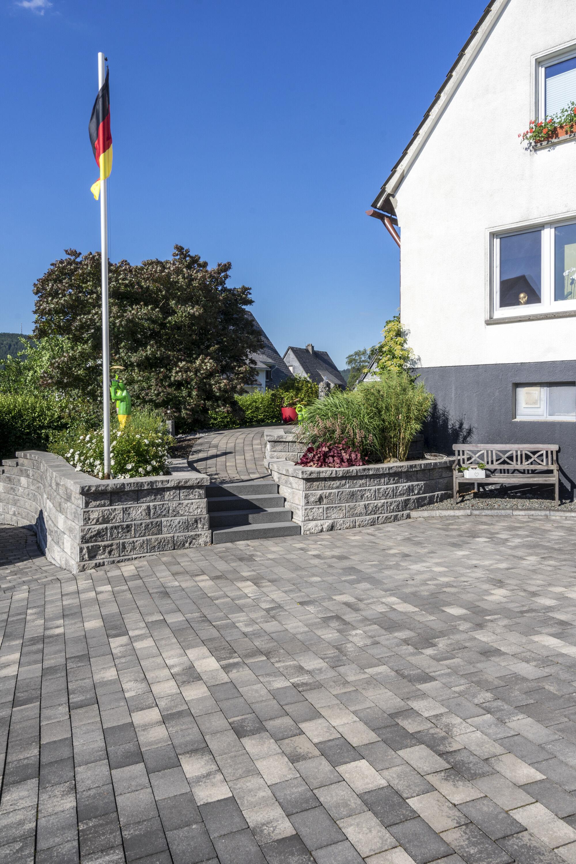 Stützwandsystem ALLAN BLOCK Grau-Schwarz Abdeckstein 330 x 348 x 100 mm