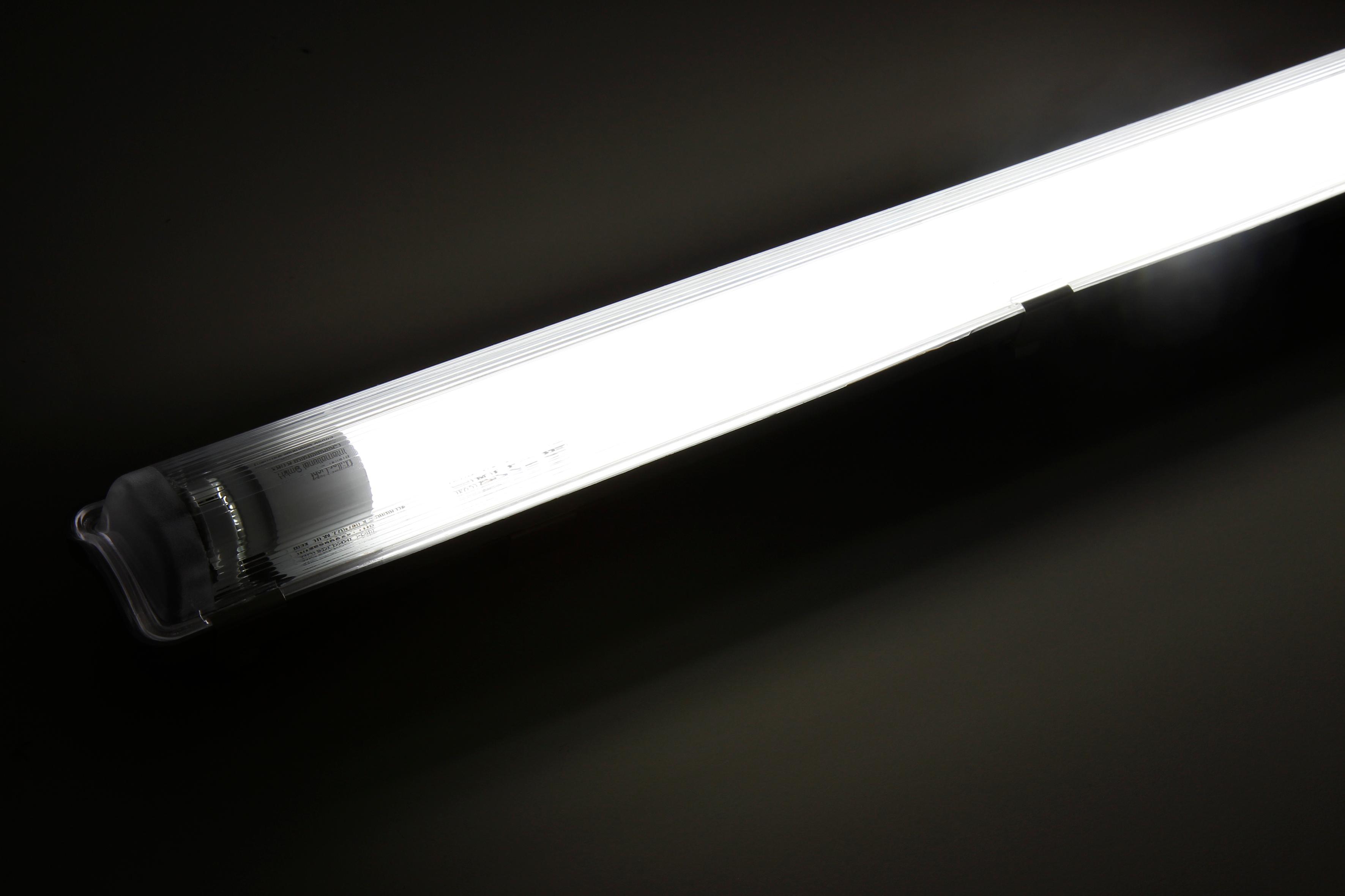 LED-Deckenleuchte für Feuchträume, IP65, 1x 2.000 lm, 4000K, 150cm, neutralweiß